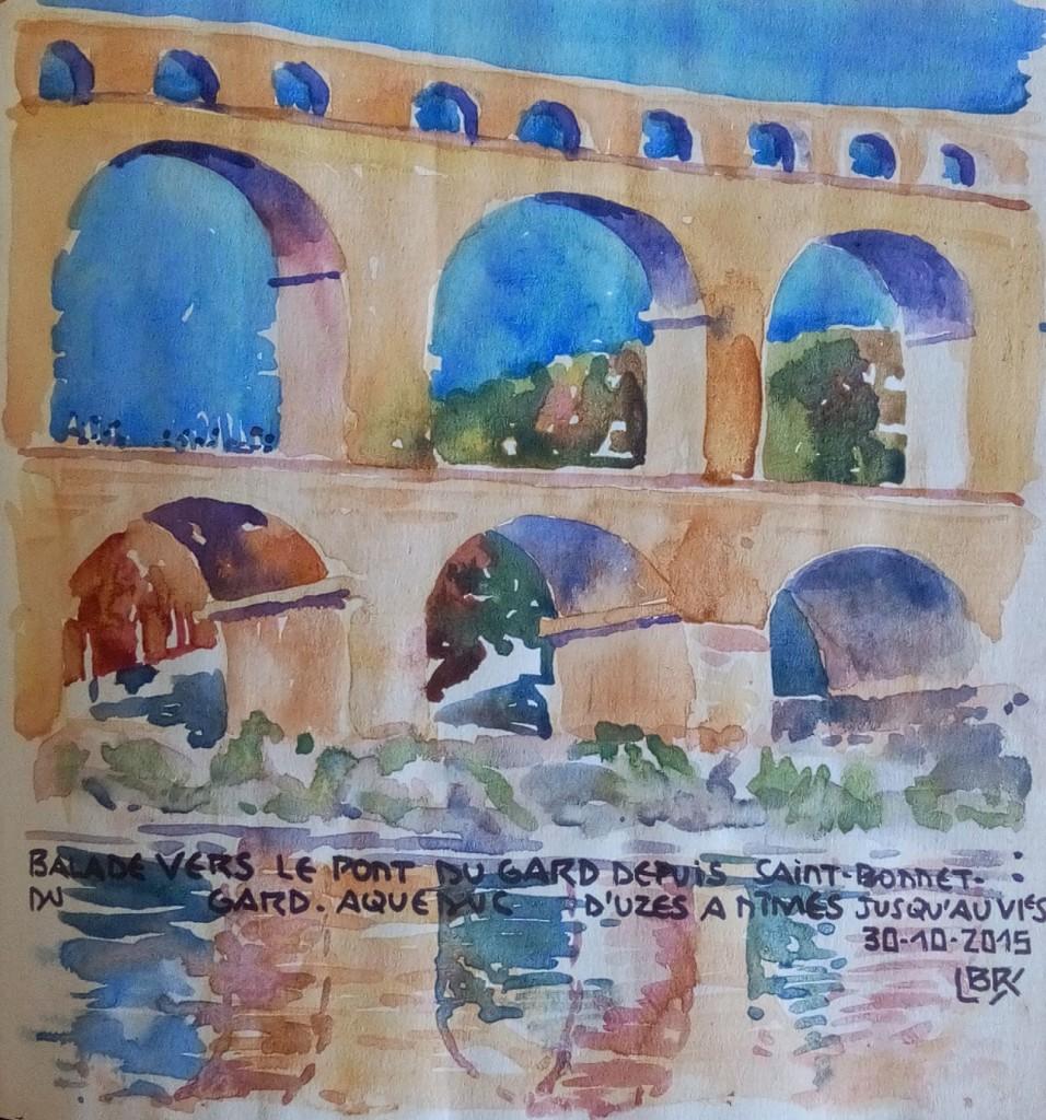 """Trois arches du pont du Gard et reflet dans l'eau. Signé BR entre chevrons. Texte : """"BALADE VERS LE PONT DU GARD DEPUIS SAINT BONNET DU GARD. AQUEDUC D'UZES A NIMES JUSQU'AU VIe S 30.10.2015""""."""