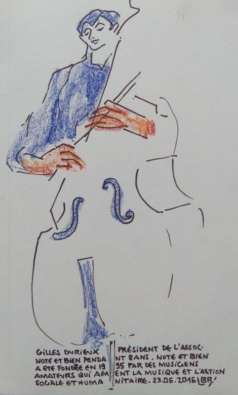 """Contrebassiste pinçant les cordes son instrument. Texte """"Gilles Durieux président de l'assaut. Note et bien pendant 8 ans. Note et bien a été fondée en 1995 par des musiciens amateurs qui aiment la musique et l'action sociale et humanitaire. 23.06.2016"""" Signé BR"""