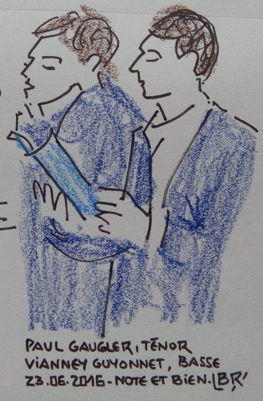 """2 hommes à mi-corps tenant une partition, l'un chantant. Texte «Paul Gaugler, ténor. Vianney Guyonnet, basse 23.06.2016. Note et bien"""" Signé BR"""