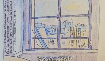 """Vue sur les toits de Paris par la fenêtre d'un bureau. Texte """"Dans le bureau abandonné de Bernard Badier. PôleVie quotidienne, Appui... Logistique. 28.01.2017. Direction régionale des P.T.T. 1950. Michel Roux-Spitz."""
