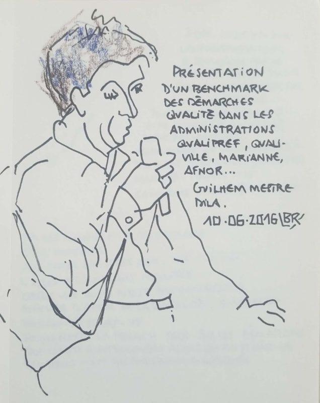 """Homme en buste tourné vers la droite parlant au micro. Texte """"Présentation d'un benchmark des démarches qualité dans les administrations Qualipref, Qualiville, Marianne, Afnor... Guilhem Mestre Dila. 10.06.2016"""" Signé BR"""